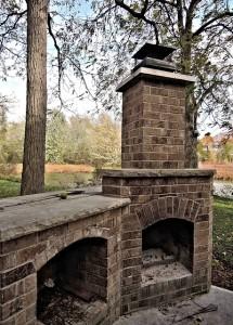 Barbecue in pietra esterno