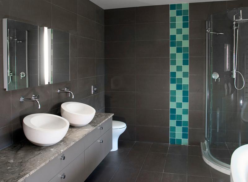 Di che colore scegliere le piastrelle del bagno colorivernici
