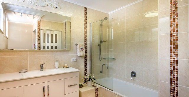 Di che colore scegliere le piastrelle del bagno - Colore piastrelle bagno ...