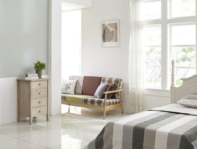 Pareti color tortora in una camera da letto moderna